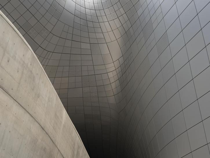 Raumakustik: Große und gewölbte Flächen akustisch designen