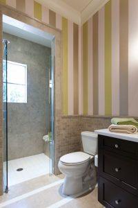 Vliestapete 3 ideen wie sie mit vliestapeten ihren lieblingsplatz gestalten for Fliesen tapete badezimmer