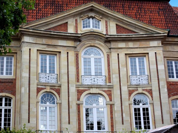 5. Das eindrucksvolle Eingangsportal des Erbdrostehofes in Münster