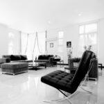 Hochglanz-Wohnzimmer: vom natürlichen Holzregal bis zum coolen Sideboard in Hochglanz Lack