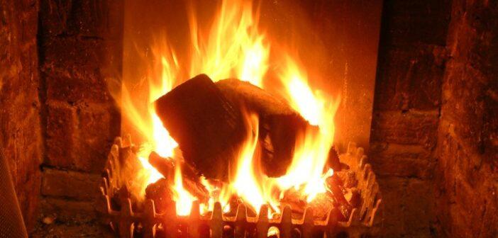Kaminfeuer war schon immer der Inbegriff von Wärme und Geborgenheit. Das Knistern der Flammen verströmt zudem einen Hauch entspannender Wild-West-Romantik.