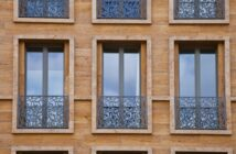 Außengeländer für Fenster: stilvolle Absturzsicherung an modernen Gebäuden