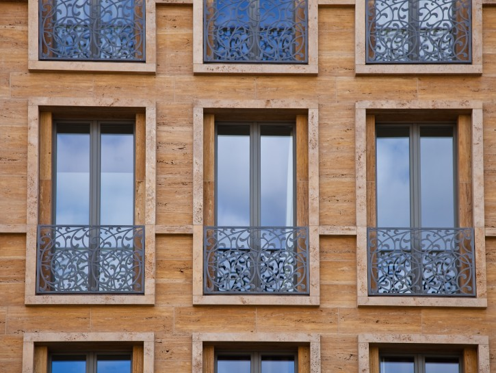 """4. Beispiel: """"Verzierte Absturzsicherung vor dem Fenster"""""""