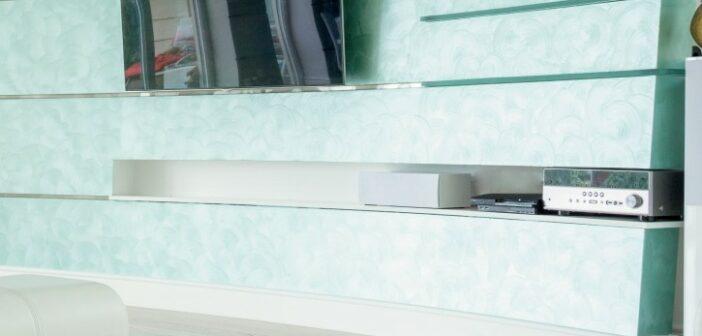 Flachbildfernseher: Rahmen lassen oder einfach an die Wand hängen?