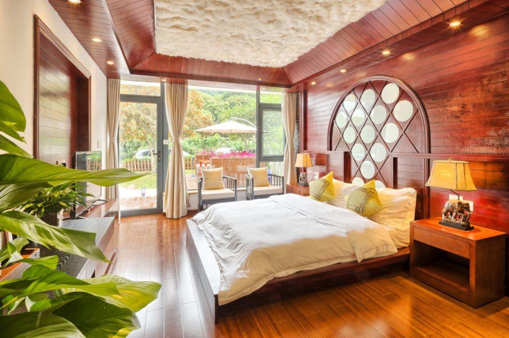 tapeten mehr 12 ideen zur wandgestaltung im schlafzimmer. Black Bedroom Furniture Sets. Home Design Ideas
