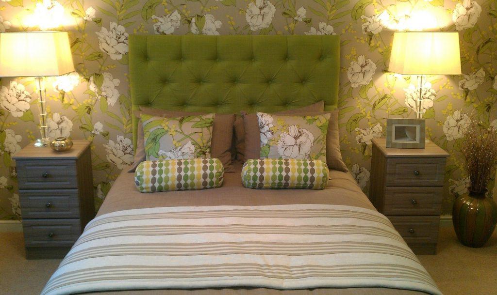 4. Idee: Grün, Braun und Gelb - ungewöhnliche Farben fürs Schlafzimmer