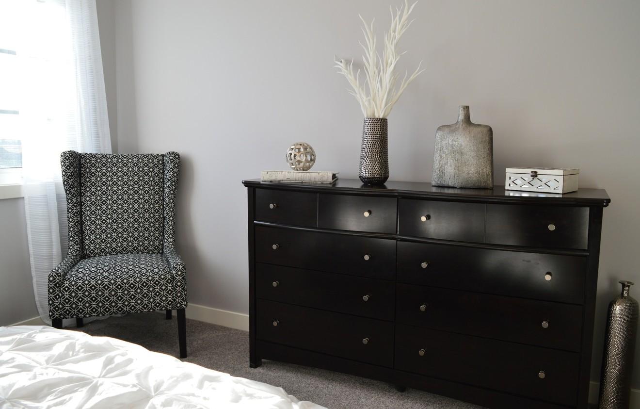 Kommode schlafzimmer dunkel  Kleines Schlafzimmer: 20 Ideen rund ums Einrichten, Farbe & mehr