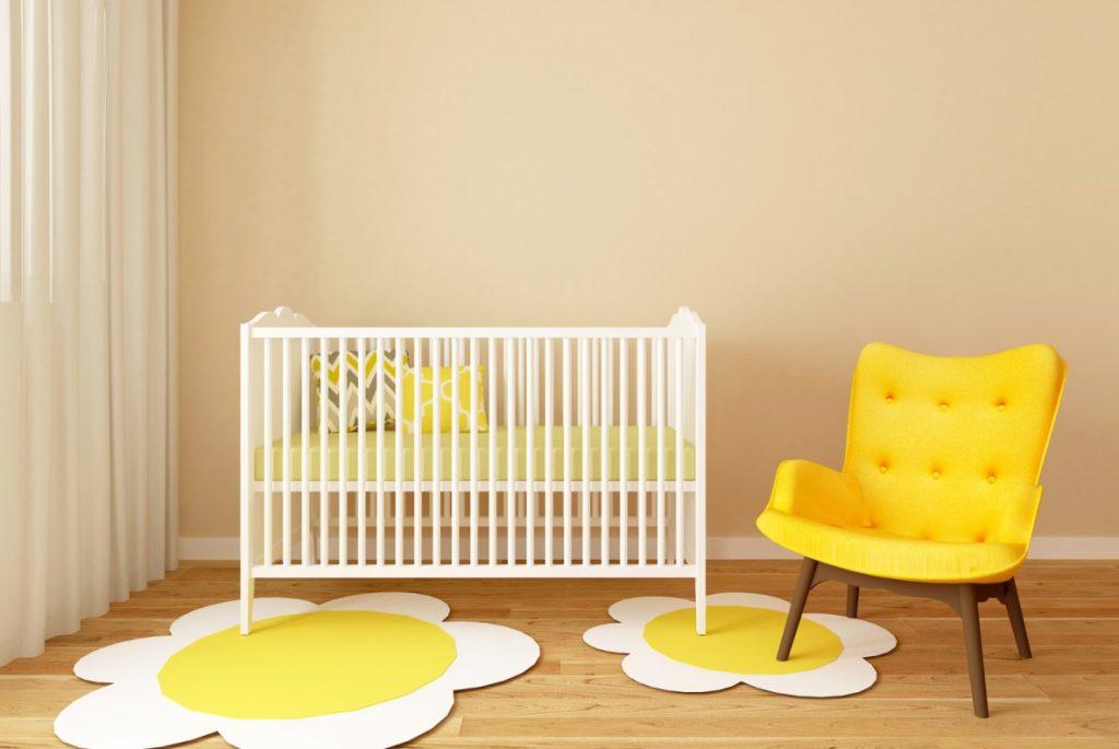 7. Bodentiefe Fenster für viel Licht im Babyzimmer
