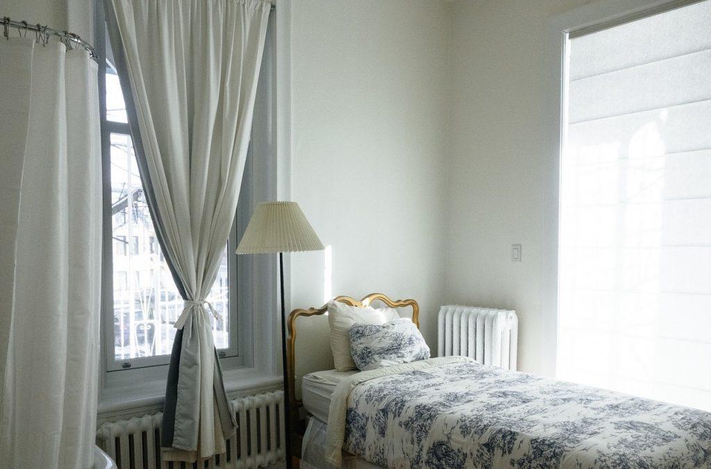 7. Spieglein, Spieglein an der Wand: mehr Tiefe für das kleine Schlafzimmer