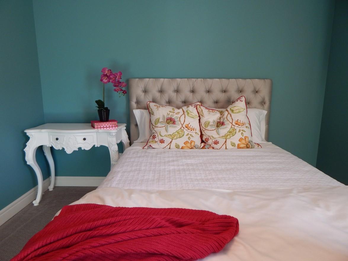 schlafzimmer dachschr ge farblich gestalten. Black Bedroom Furniture Sets. Home Design Ideas