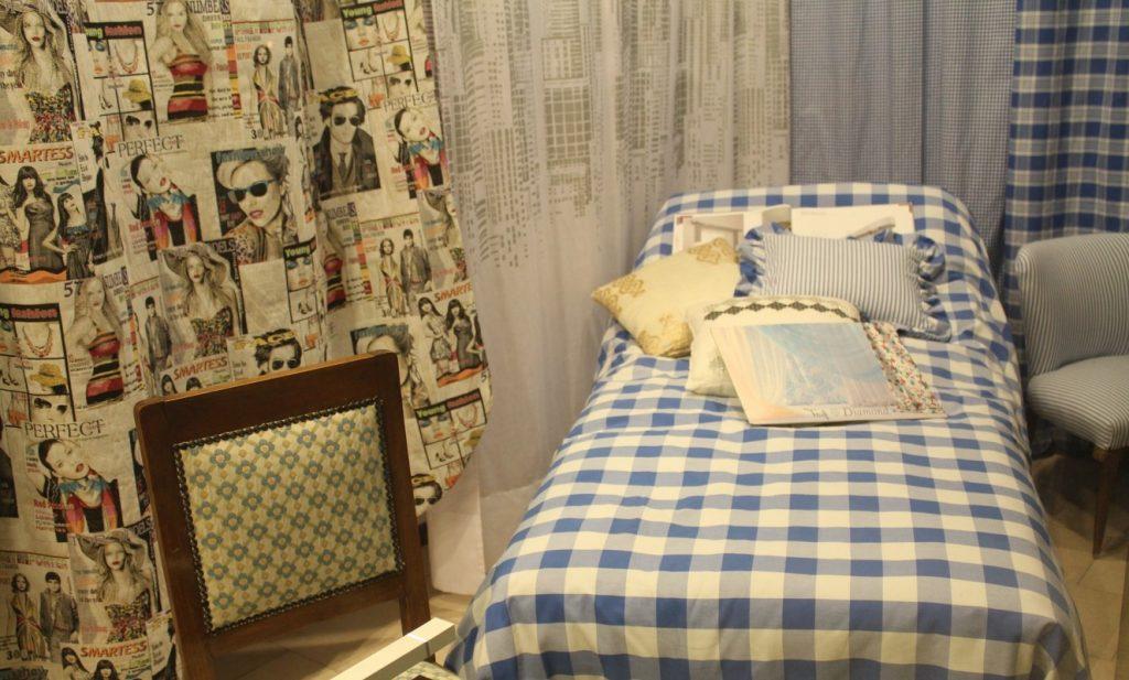 17. Zeitungscover im Bett lesen