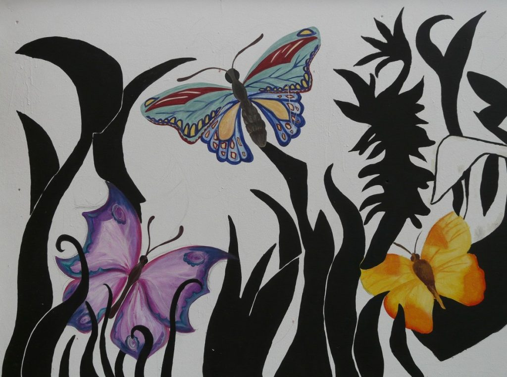 34. Wandmalerei mit bunten Schmetterlingen