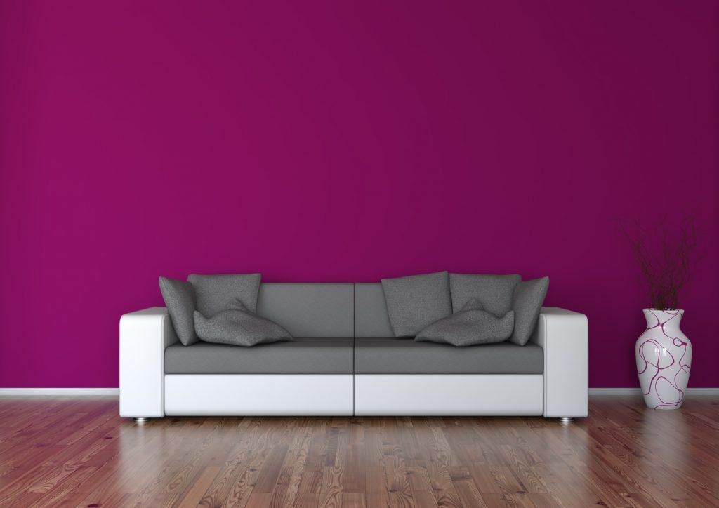 Sockelleiste mit Kontrast: Gerade bei dunklem Boden und Wand wirkt eine helle Sockelleiste toll. (#01)