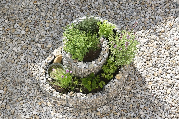 Kräuterschnecke im Nutzgarten, eine neue Geschichte die die Gärten erobert haben (#07)
