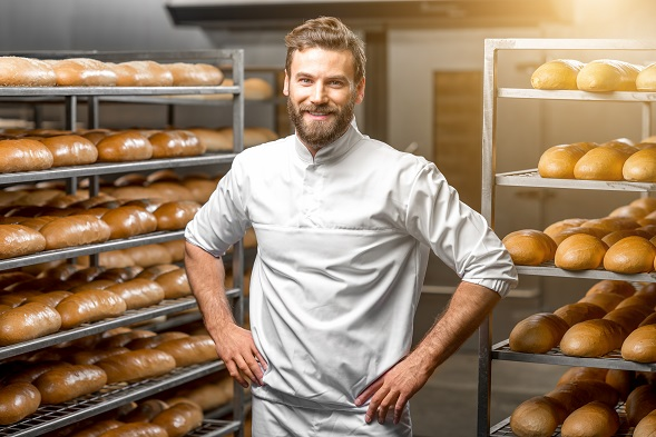 Soviel Brot wird man sicher nicht in einem Kaminofen mit Backfach backen können aber für ne kleinere Menge reicht es auf jeden Fall.