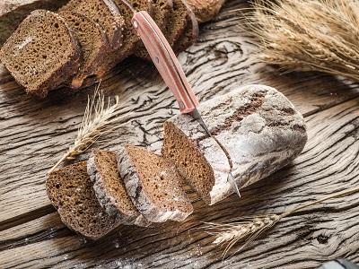 Wäre es nicht toll, sein leckeres Brot im eigenen Kaminofen mit Backfach zu backen?