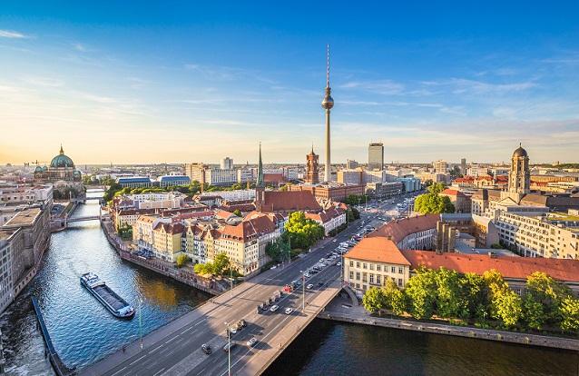 Die genannten Städte Dresden, Düsseldorf, Stuttgart und Berlin weisen ebenfalls große Differenzen hinsichtlich der Anschaffungskosten von Häusern auf. (#03)