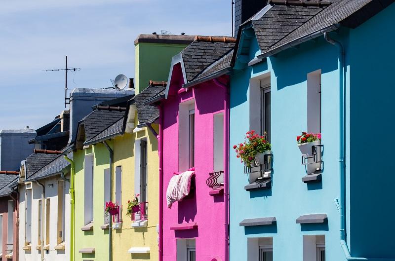 Kräftige Farben - jedes Haus eine andere. Hier muss man sich definitiv mit seinen Nachbarn absprechen. Dann aber gibt es einen tollen Farbenmix in der Straße. (#07)