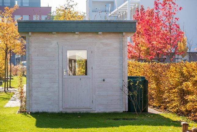 Doch unabhängig davon, welche Art von Gartenhaus man wählt, wird man das Gebäude nur dann uneingeschränkt genießen können, wenn man geltendes Recht und die baulichen Vorschriften einhält.
