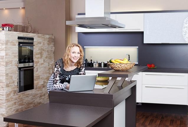 Sind die Maße genommen und die richtige Dunstabzugshaube bereits zur Hand, kann es direkt mit dem Einbau des Küchenhelfers losgehen. (#03)
