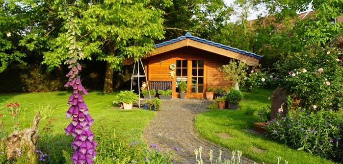 Grenzabstand vom Gartenhaus: Darauf ist beim Bau des Gartenhauses zu achten