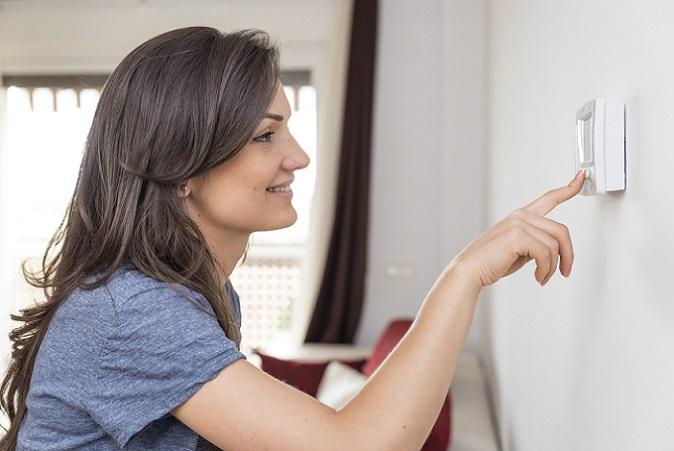 Das Thermostat des Heizgerät kann als Frostwächter eingestellt werden und erwärmt so den Raum, wenn die Temperatur in die gefährliche Nähe des Nullpunktes gelangt. (#05)