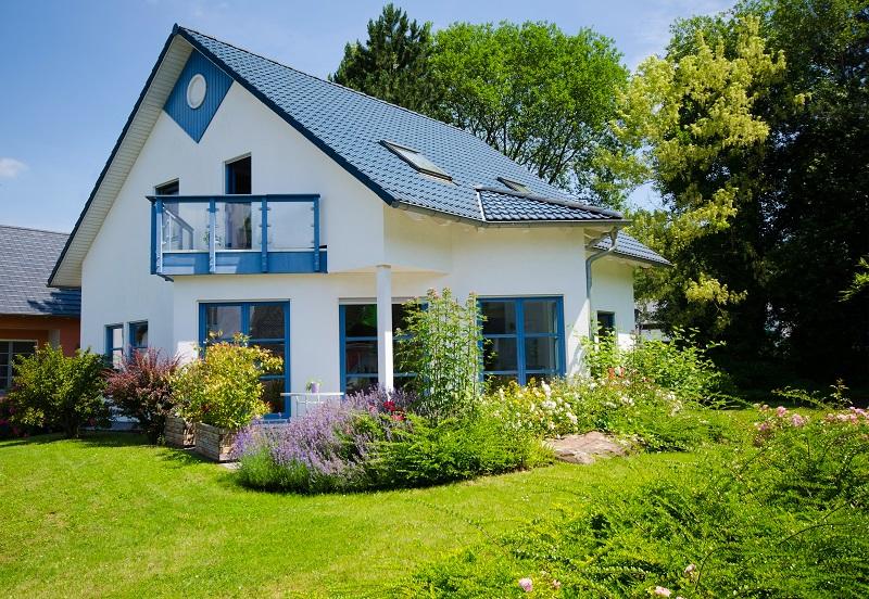 Freiheit: Bei der Gestaltung von Haus und Garten hat man viele Freiheiten. Es ist nur in wenigen Fällen notwendig, sich mit dem Nachbarn kurzuschließen. (#04)