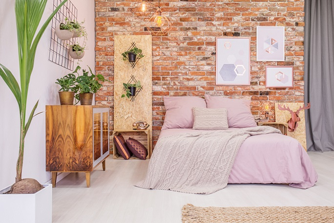 Das Arbeitszimmer Mag Nüchtern Und Funktional Aussehen, Doch Das  Schlafzimmer Der Eltern Kann Romantisch Eingerichtet