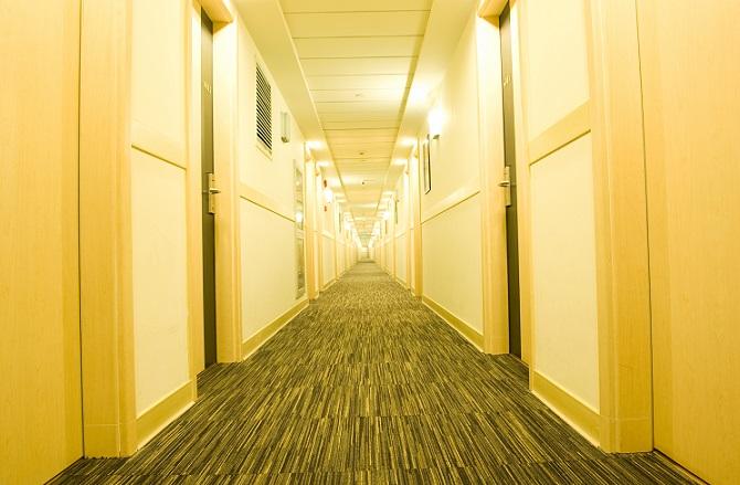 Für ein rundum ansprechendes Design sollten Sie bei der Wandgestaltung im Flur den Fußboden nicht völlig außer Acht lassen.(#15)