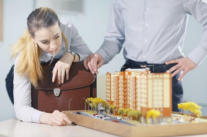 Wer mit dem Gedanken spielt, Architektur zu studieren, sollte sich vorab informieren und einige grundlegende Dinge in Erfahrung bringen. Denn es kann schon sehr ärgerlich sein, wenn man im zweiten oder dritten Semester merkt, dass einem der Studiengang nicht liegt. (#03)