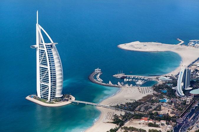 Wohl an kaum einem anderen Ort der Welt ist das Sprichwort aus der Überschrift derartig passend wie hier in Dubai – in der Welt der Scheichs und Milliardäre. (#02)