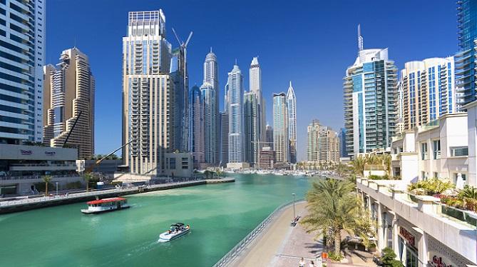 Es gibt in den Vereinigten Arabischen Emiraten kein allgemeingültiges Gesetz, welches den Verkauf von Immobilien an Ausländer erlaubt. Die Emirate haben diese für sich festgelegt und können selbst bestimmen, ob sie bestimmte Zonen für den Verkauf freigeben oder für sich selbst vorhalten. (#05)