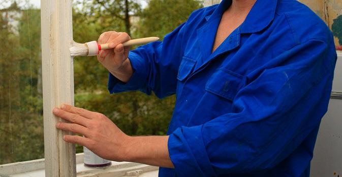Für den Hobby-Handwerker beim Fensterrahmen streichen am ehesten zu empfehlen, ist allerdings die Variante, das Holz mit einem Schleifgerät zu bearbeiten und so die alten Farbspuren und -rückstände komplett zu entfernen. (#03)