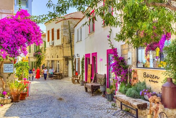 Generell gilt, dass für den Kauf von Immobilien Zeit das Wichtigste ist – Zeit und Fachwissen in Kombination sind unschlagbar. Es gilt daher, möglichst viele Informationen zu sammeln und dabei auch zu berücksichtigen, dass Bürokratie beim Immobileinkauf in der Türkei großgeschrieben wird. (#07)