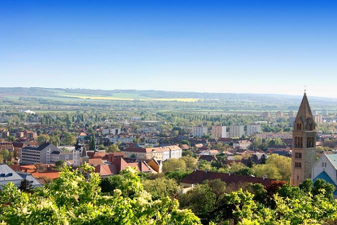 Inzwischen ist der Erwerb von Immobilien durch deutsche und andere ausländische Käufer zum wichtigen Markt in Ungarn geworden. (#05)