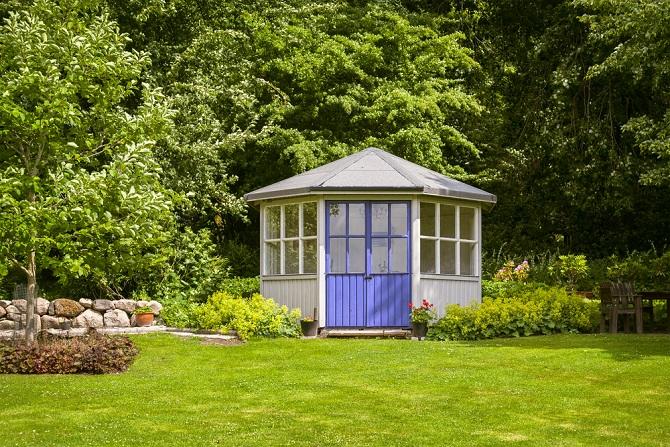 Mit Pavillons, Sichtschutzmatten und Kübelpflanzen gestalten Sie schnell und einfach einen mobilen Sichtschutz, der immer wieder abgebaut und an anderer Stelle erneut errichtet werden kann. (#06)