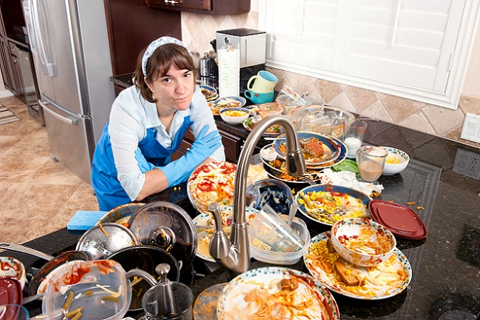 Weiter geht es mit dem Ausmisten der Wohnung in Küche und Bad. Hier sammeln sich über ein halbes Leben Küchengeräte für nahezu alles. Und wenn es um manche Sachen noch so schade scheint: Was innerhalb des letzten Jahres nicht gebraucht wurde, kann besten Gewissens aussortiert werden. (#05)