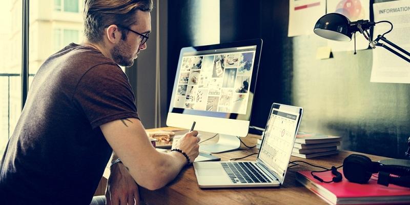 Neben einem Arbeitslaptop werden Mitarbeiter oftmals auch mit einem Handy sowie in einigen Fällen auch mit einem stationären PC und einem Drucker sowie einem Scanner ausgestattet. (#03)