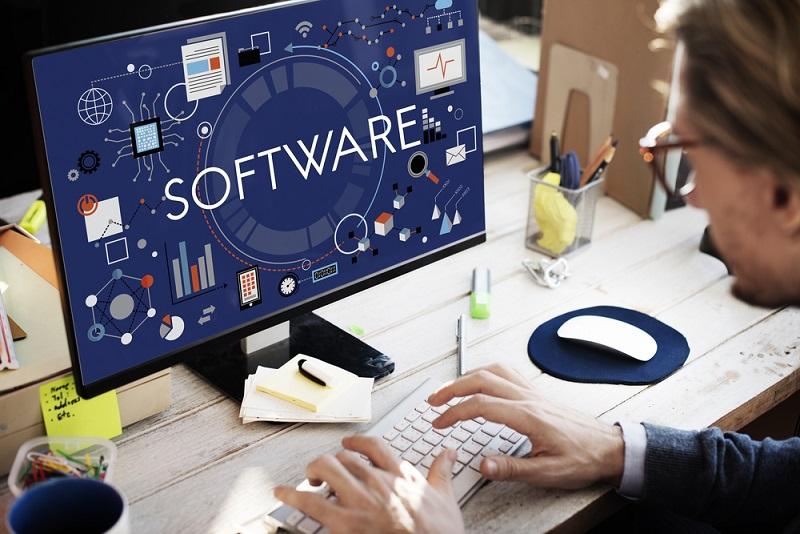 Der Firmen-PC oder das -Laptop sind außerdem zumeist mit den gängigen Software-Lösungen ausgestattet, sodass es beim Home-Office kaum einen Unterschied zur Arbeit im Büro vor Ort gibt. (#04)