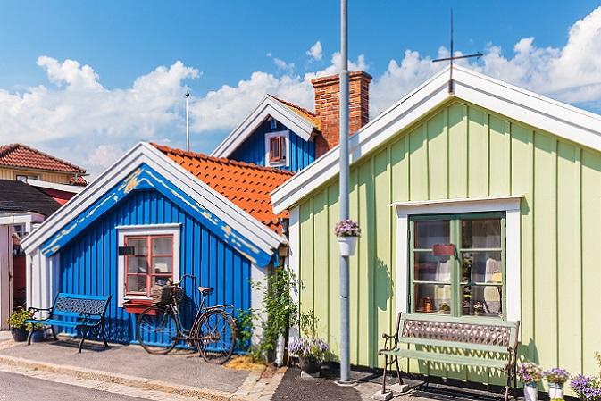 Wer sich im Urlaub oder bei einer gezielten Schwedenreise mit dem Wunsch, ein neues Heim für sich und die Familie zu finden, in eine Immobilie verliebt hat, kann direkt an den Makler herantreten. (#08)