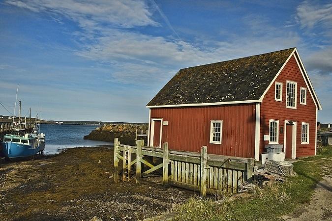 Schwedens Immobilienmarkt punktet mit einer großen Auswahl an den typisch roten Ferienhäusern, an Ein- und Zweifamilienhäusern verschiedener Größe zu günstigen Preisen. (#01)