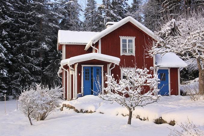 Ob Ferienhaus oder Wohngebäude – der Preis für Immobilien in Schweden ist oft höher als deren Wert. Dabei wird meist bei einem Ausgangswert begonnen – der Endpreis, zu dem die Immobilien verkauft werden, liegt oft bei 60 bis 70 Prozent darüber. (#04)