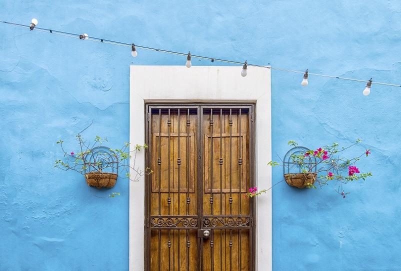 Denn wo Nässe und Feuchtigkeit nicht eindringen kann, kann sie auch nicht austreten. Daher finden solche Putze vor allem in alten Häusern, zum Beispiel denkmalgeschützten Gebäuden, nur in wenigen Fällen Anwendung. (#03)