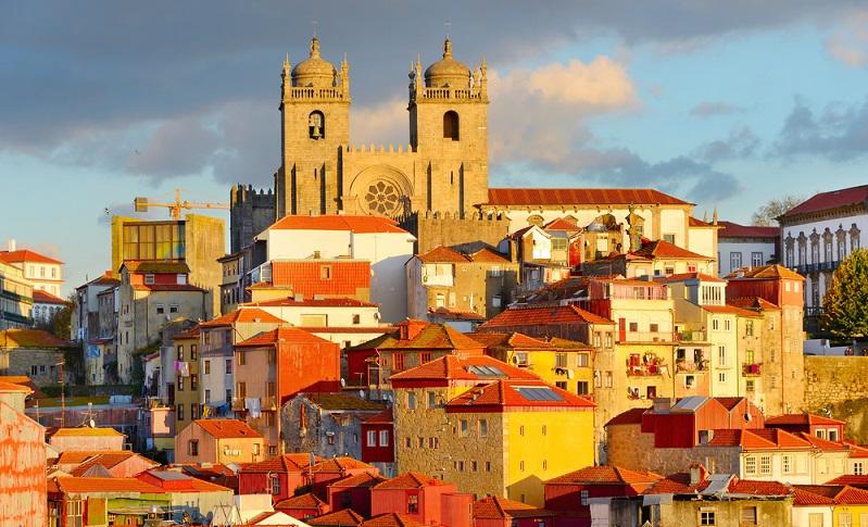 Porto gehört übrigens zum Welterbe der UNESCO, ebenso wie Guimarães, beide Städte besitzen ein einzigartiges Zentrum mit wunderschöner Architektur. (#03)