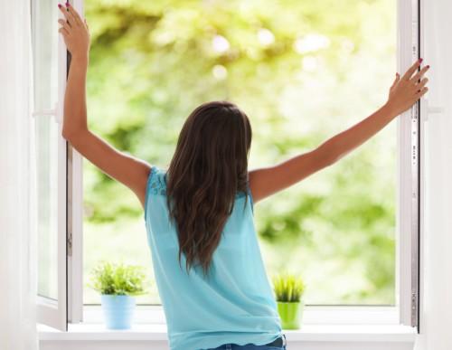 Fenster auf, frische Luft rein! Öffne die Fenster und atme durch! Idealerweise tauschst du so alle zwei Stunden die Luft aus. (#6)