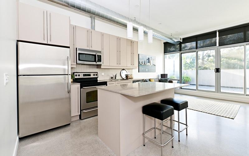Eine Küchenzeile? Eine mit L-Form? Zusätzlich eine Kochinsel? Eine in die Arbeitsfläche integriert Sitzmöglichkeit? Die Varianten, die sich bieten, sind so zahlreich wie flexibel.(#01)