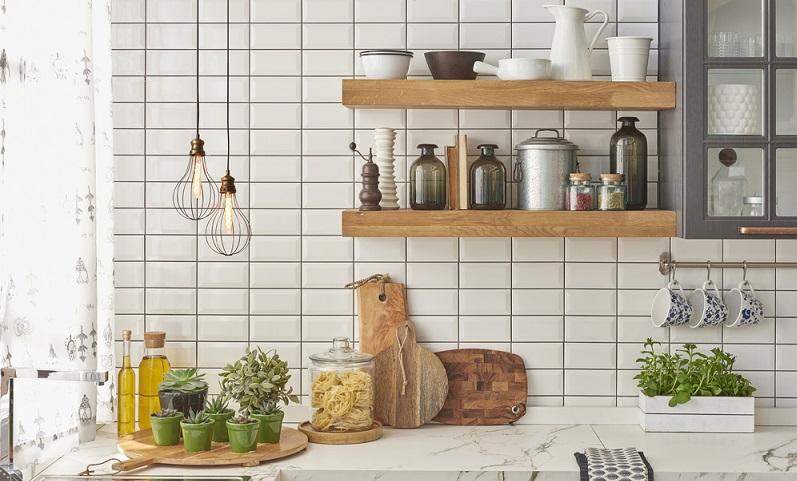 Wenn Ihnen Ihre Küche vom Grundprinzip her gefällt, die Schränke & Arbeitsplatten vom der Farbe ok und nicht renovierungsbedürftig sind, können Sie den Look Ihrer Küche ganz leicht über interessante neue Accessoires verändern.(#01)