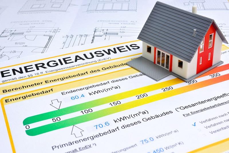 Seit 2007 ist der Energiepass für all jene Immobilien Pflicht, die neu gebaut, umfassend saniert, vermietet oder verkauft werden sollen. Im Falle eines Verkaufs oder einer Vermietung ist seit dem 01. Mai 2014 der Energieausweis bereits in Inseraten zu nennen und bei Wohnungsbesichtigungen unverlangt vorzulegen. Doch was bringt der Energieausweis? (#01)