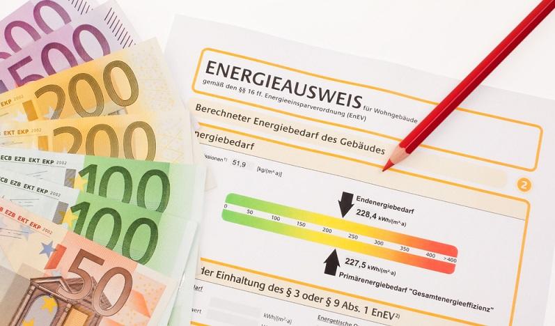 Vielen Hausbesitzern stellt sich die Frage, wo sie ihren Energiepass beantragen können. Denn im Grunde genommen dürfen verschiedene Personengruppen einen Energieausweis ausstellen, natürlich in Abhängigkeit ihrer Aus- und Weiterbildung. (#03)