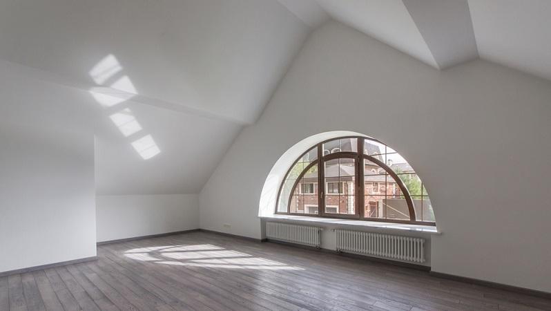 Ein Filzputz ist immer eine Putzart, die sich eher für den Innenbereich eignet. Eine Fassade oder überhaupt der Außenbereich ist für diese Putzvariante aufgrund der möglichen Rissbildung nicht anwendbar. (#01)
